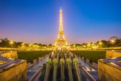 从Trocadero的艾菲尔铁塔视图在晚上在巴黎,法国 免版税库存照片