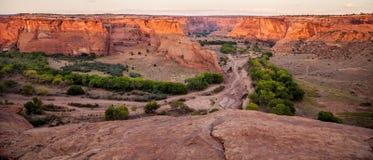从Tsegi的全景在Canyon de Chelly俯视 库存照片