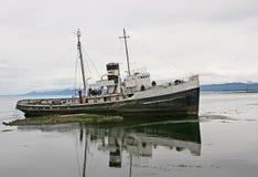 从Ushuaia的老小船, 库存照片