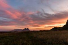 从Vaeroy海岛, Lofoten,挪威的日出视图 图库摄影