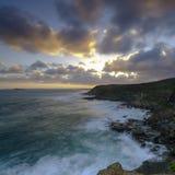 从Wybung头在Munmorrah状态保护地区,中海岸,NSW,澳大利亚的夏天日落 库存照片