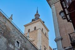 从Zocodover广场的Torre del Alcazar de托莱多景色有蓝天的在背景中 西班牙托莱多 库存图片