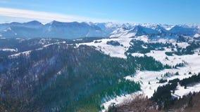 从Zwolferhorn,圣Gilden,奥地利的全景高山风景 股票录像