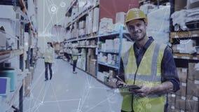 仓库结构的人在与被连接的事的动画结合的仓库里 股票视频