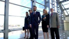 他们企业照相机不同的五名查找的成员纵向微笑的成功的小组 影视素材