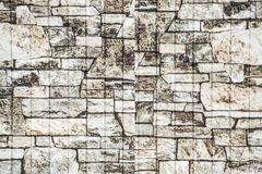 他们的在篱芭的层状石头纹理  青苔岩石石头纹理 库存照片
