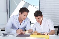 他们的服务台的二位学员 免版税库存图片