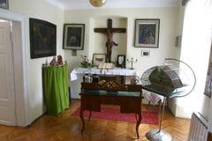 他在他的拘留时住在神父寓所在Krasic,克罗地亚保佑的Alojzije Stepinac的室 库存照片