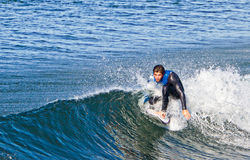 他的人实践冲浪年轻人 库存照片