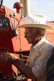 他的供以人员老拖拉机 免版税图库摄影