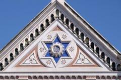 他的标志,圣洁发怒教会的大教堂二三塔Croce大教堂在佛罗伦萨,意大利 图库摄影