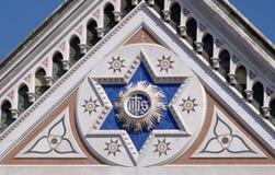 他的标志,大教堂圣洁十字架的二三塔Croce大教堂在佛罗伦萨 免版税图库摄影