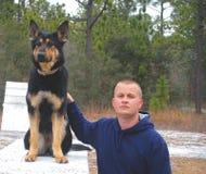 他的k9官员合作伙伴警察 免版税库存图片