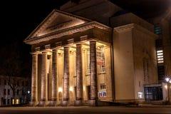 代特莫尔德行政区,德国- 2018年2月6日:城市剧院 基督背景的救主教会 库存图片