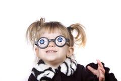 代理逗人喜爱的女孩傻的一点 免版税库存照片
