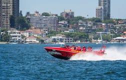 令人兴奋快速的喷气机小船乘驾在悉尼港口,悉尼,澳大利亚 库存图片