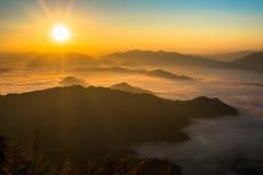 令人惊讶的山在泰国北部 免版税库存照片