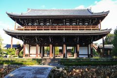 令人惊讶的日本Tofuku籍寺庙门 库存照片