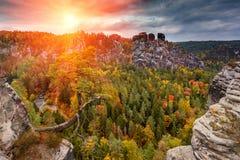 令人惊讶的秋天风景在萨克森Bastei山国立公园 德累斯顿 德国 免版税库存照片