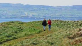 令人惊讶的Binevenagh峭壁在北爱尔兰 影视素材