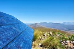 令人敬畏的太阳面团蓝色电池的山 免版税库存图片