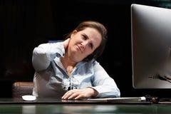令人讨厌的人一名妇女的从疲劳的 r 免版税库存图片