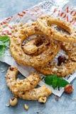 以一个圆环的形式脆饼用榛子 图库摄影