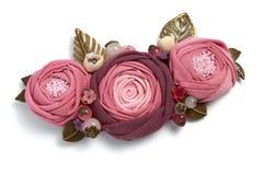 以三朵桃红色织品花的形式手工制造别针在白色背景 图库摄影