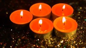 以光泽为背景的被点燃的蜡烛在退化 影视素材