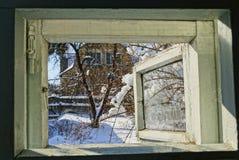 以冬天街道为目的开窗口 免版税库存照片
