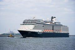 以后的cruiseship eurodam访问的鹿特丹 免版税库存照片