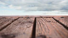 以多云天空为目的木甲板 股票视频