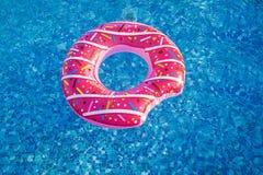 以多福饼的形式游泳圈子 免版税库存照片