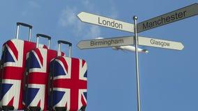 以大英国、飞机和城市路标英国旅游业概念性动画为特色的旗子旅行行李 向量例证