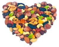 以心脏的形式,混合胡说和干果子 免版税库存图片
