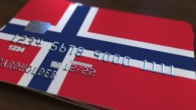 以挪威的旗子为特色的塑料银行卡 全国银行业务相关系统3D翻译 库存图片