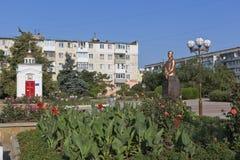 以有圣乔治教堂的法警命名的正方形索科洛夫战胜和纪念碑对谢尔盖Leonidovich索科洛夫 免版税库存照片