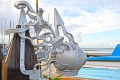 以潜水者帽子的形式一个裂片色的雕塑 图库摄影