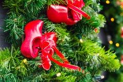 以的形式圣诞节树装饰传统荷兰木鞋子- klompen障碍物 免版税图库摄影