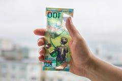 以纪念世界杯的纪念100卢布在俄罗斯 免版税库存图片