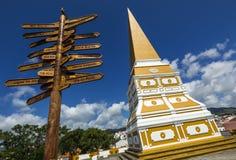 以纪念佩德罗国王的方尖碑IV在女低音da Memoria,在Angra的历史的中心做Heroismo市,位于Terce海岛  图库摄影
