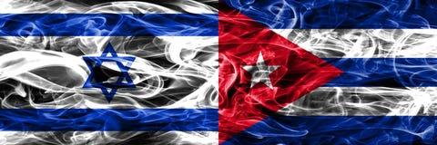 以色列对古巴肩并肩被安置的烟旗子 以色列人和古巴 库存例证