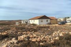 以色列犹太沙漠2015年10月24日 犹太移居者在judea沙漠的沙漠非法地架设新的存在,他们说 库存照片
