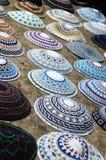 以色列耶路撒冷市场圆顶小帽 库存图片