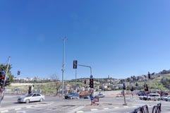 以色列耶路撒冷 - 2月19日 2017年 汽车交叉路在耶路撒冷旧城附近的耶路撒冷 免版税库存照片
