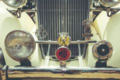 以色列, PETAH TIQWA - 2016年5月14日:技术古董的陈列 减速火箭的汽车正面图在Petah Tiqwa,以色列 免版税库存图片