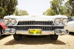 以色列, PETAH TIQWA - 2016年5月14日:技术古董的陈列 卡迪拉克de Ville正面图汽车在Petah Tiqwa,以色列 图库摄影