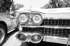 以色列, PETAH TIQWA - 2016年5月14日:技术古董的陈列 卡迪拉克de Ville正面图汽车在Petah Tiqwa,以色列 库存图片