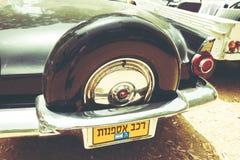 以色列, PETAH TIQWA - 2016年5月14日:技术古董的陈列 老减速火箭的汽车背面图在Petah Tiqwa,以色列 免版税图库摄影