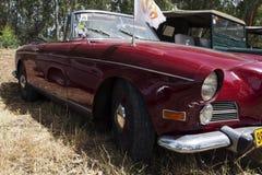 以色列, PETAH TIQWA - 2016年5月14日:盛大游览车汽车BMW 503, 1958年 技术古董的陈列在Petah Tiqwa,以色列 库存图片